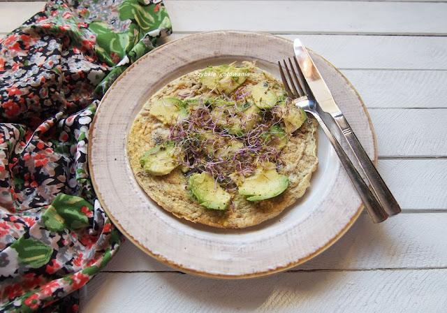 omlet bialkowo tluszczowy z awokado
