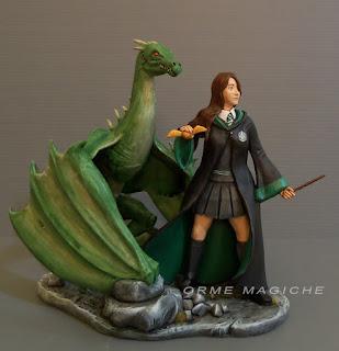 action figure personalizzata statuetta ragazza maga strega drago verde orme magiche