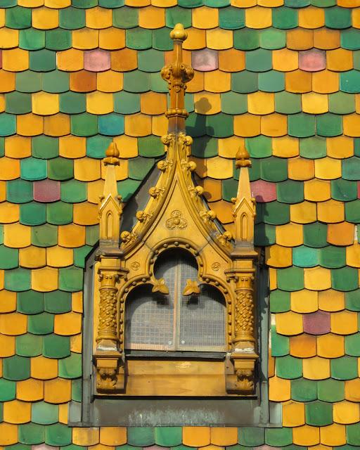 Colourful Zsolnay tiling from Pécs, Great Market Hall (Nagyvásárcsarnok) by Samu Pecz, Fővám tér, Budapest