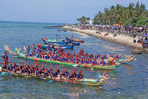 Hoạt động thu hút khách du lịch trên đảo Lý Sơn. Ảnh: Long Vương