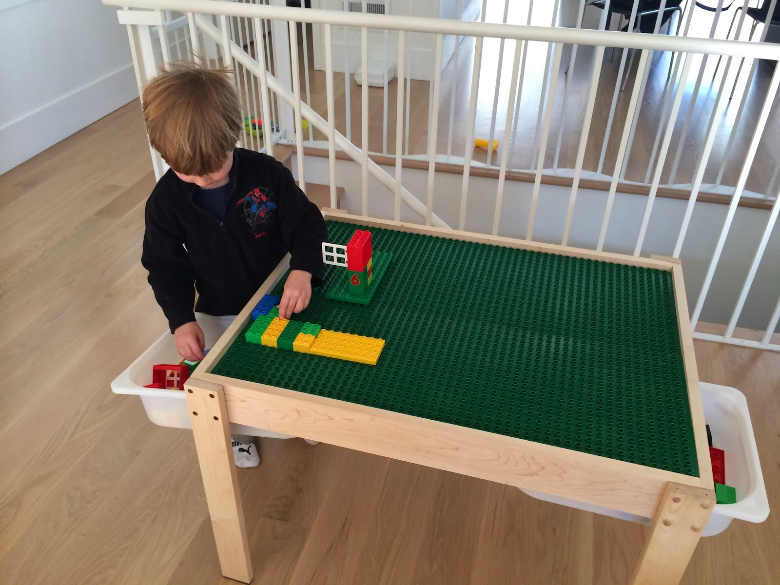 green plenty diy a multi purpose lego table with pull out drawers. Black Bedroom Furniture Sets. Home Design Ideas