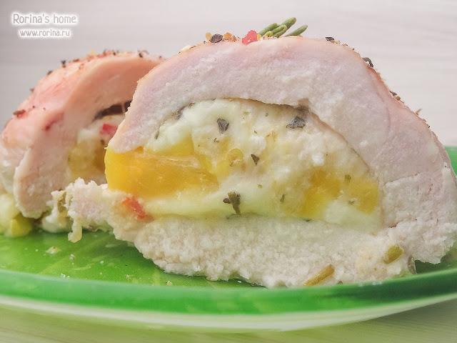 Курица с консервированными персиками и сыром в духовке: рецепт
