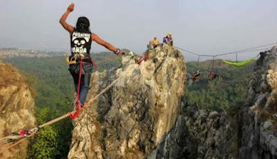 Gunung Hawu Padalarang Bandung Yang Menantang