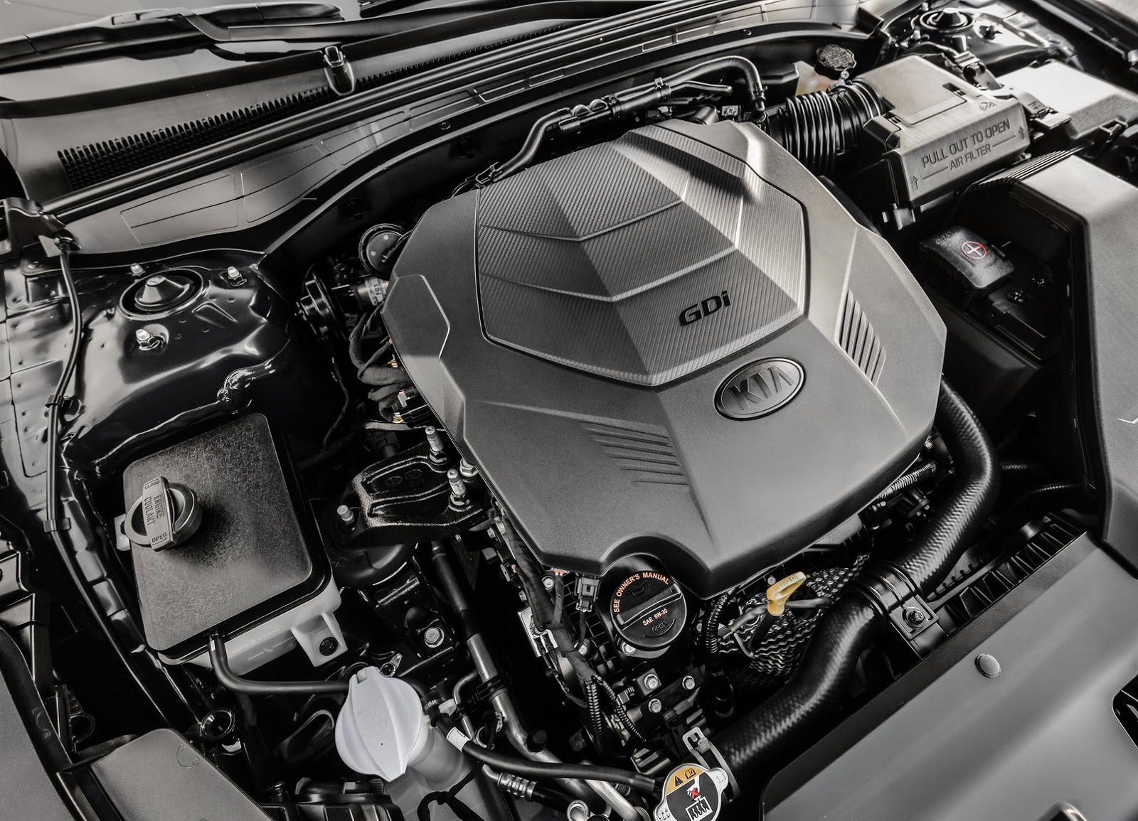 Sedan nhưng xe trang bị khối động cơ V6 3,3 lít cực mạnh