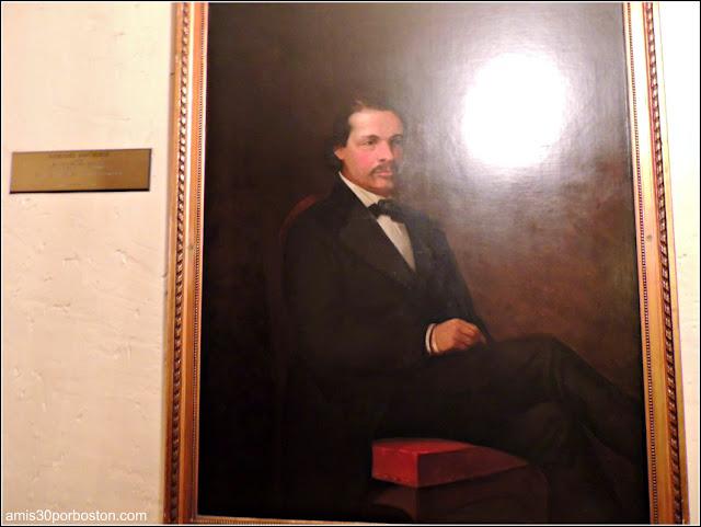 Retrato de Nathaniel Hawthorne que se encuentra en uno de los pasillos del hotel