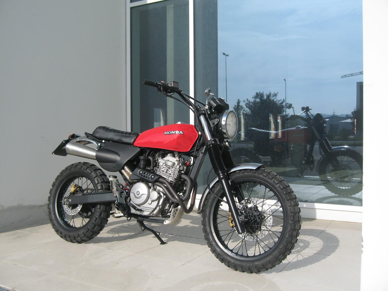 honda scrambler motorcycle [ 1600 x 1200 Pixel ]