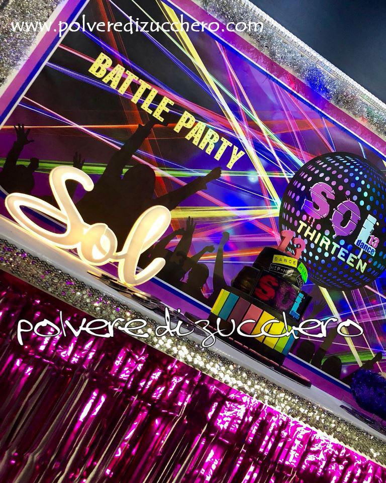 cake design pasta di zucchero torta decorata polvere di zucchero 13 ani adolescente dance ballo discoteca
