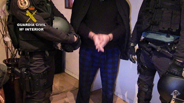 Un momento de la detención. Imagen Guardia Civil