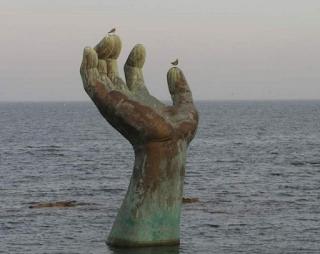 gambar Patung Hand of Harmony