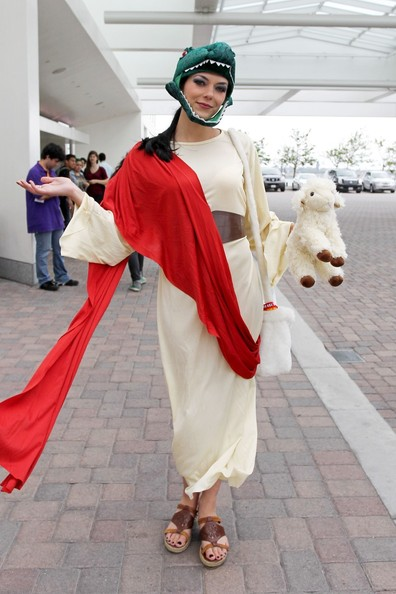 Adrianne Curry as 'Raptor Jesus'