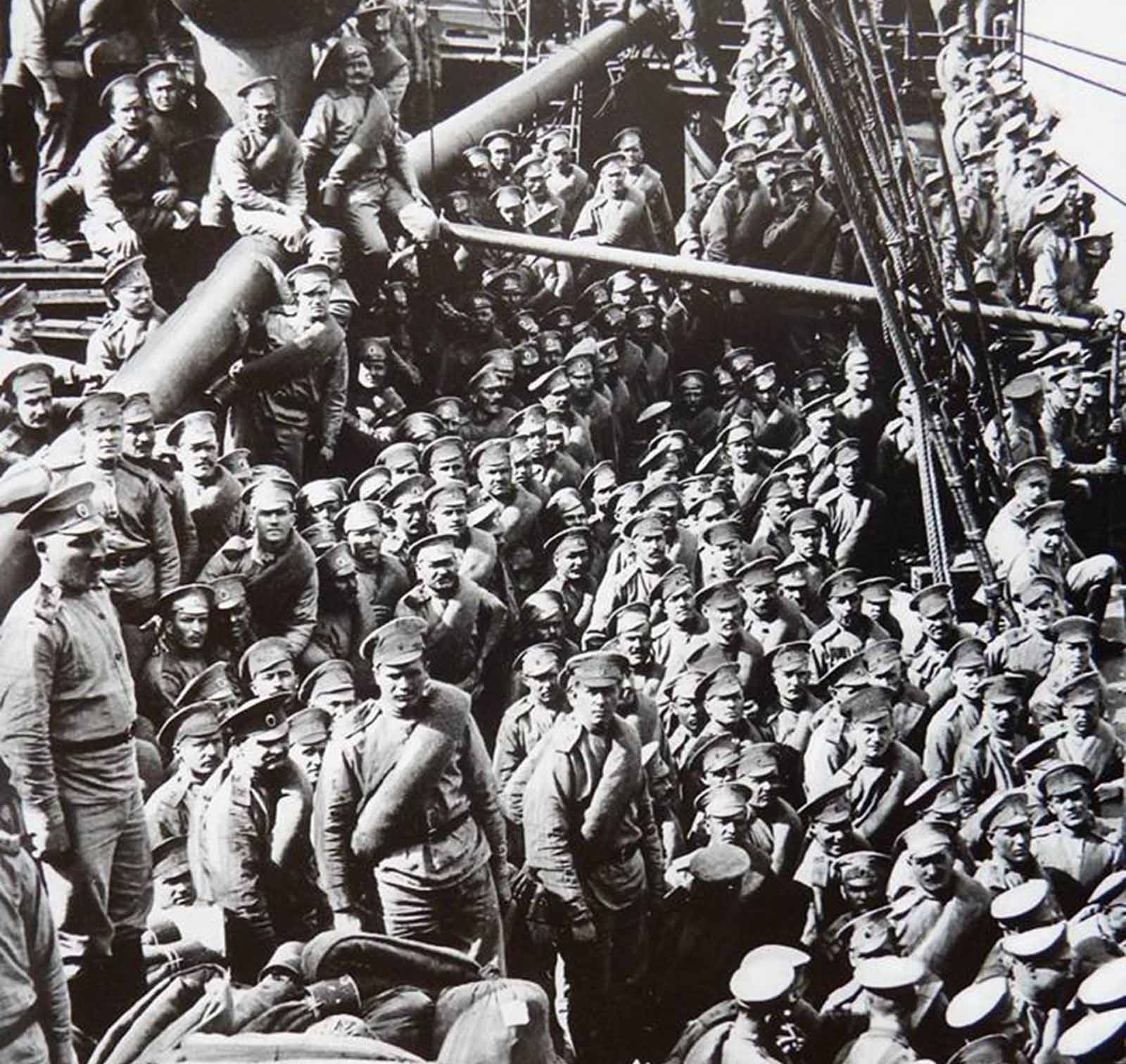 The Russian troops arriving in Marseille with the Himalaya steamship.