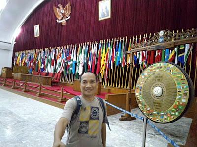 Selfie di ruang sidang KAA.
