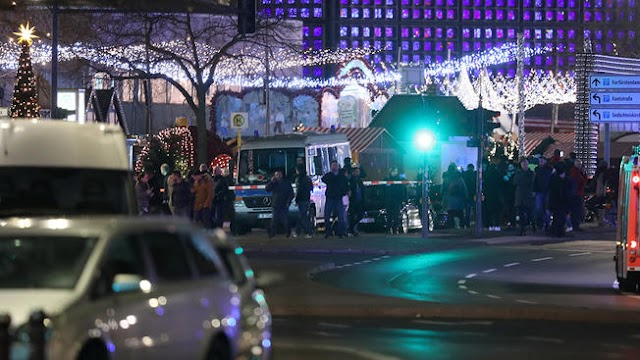 At Least 9 Dead And Several Injured,Truck Plows Into Crowd At Berlin Christmas Market