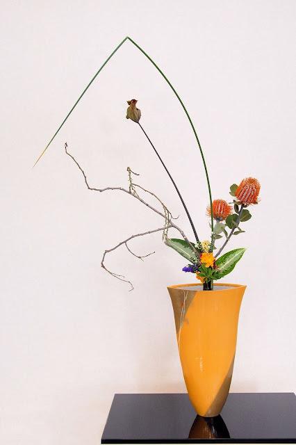 Đây là phong cách cắm hoa ra đời sớm nhất và vẫn được phổ biến cho đến ngày nay. Rikka có nghĩa là cắm hoa thẳng đứng, yêu cầu của kiểu cắm hoa này là bình dùng để cắm hoa phải cao và to, hoa cắm trong bình ở tư thế thẳng. Rikka thể hiện vẻ đẹp của tự nhiên. Một bình hoa Rikka luôn có 7 cành thể hiện cho đồi núi, thác nước, thung lũng và những sự vật khác trong tự nhiên.