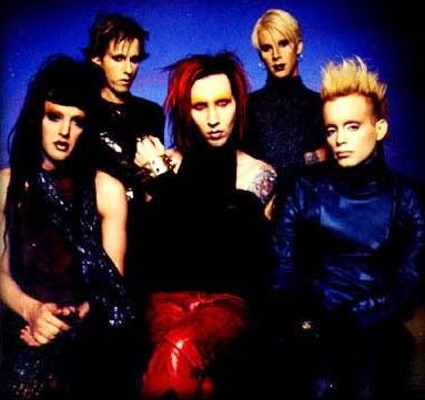 Foto de Marilyn Manson con cabello teñido