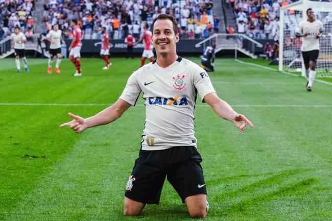 ... que vitória épica do Velo Clube em Batatais na estreia do técnico  Candinho Farias. Estava vendo os melhores momentos com a narração de Jota  Varzeloni. fd3e26ef32e