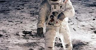 """""""ناسا"""" تنشر صورا لأول مرة لرواد مهمة """"أبولو 11"""" على القمر"""