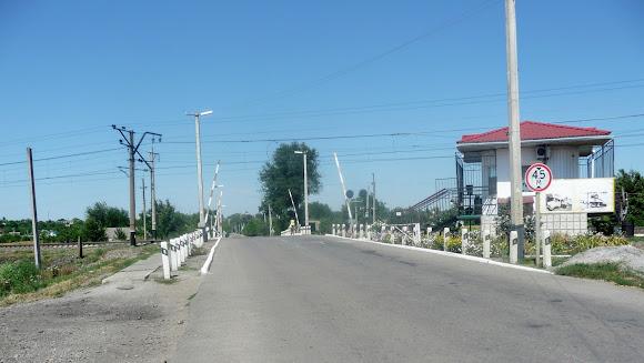 Васильківка. Залізничний переїзд через гілку Синельникове – Чаплине