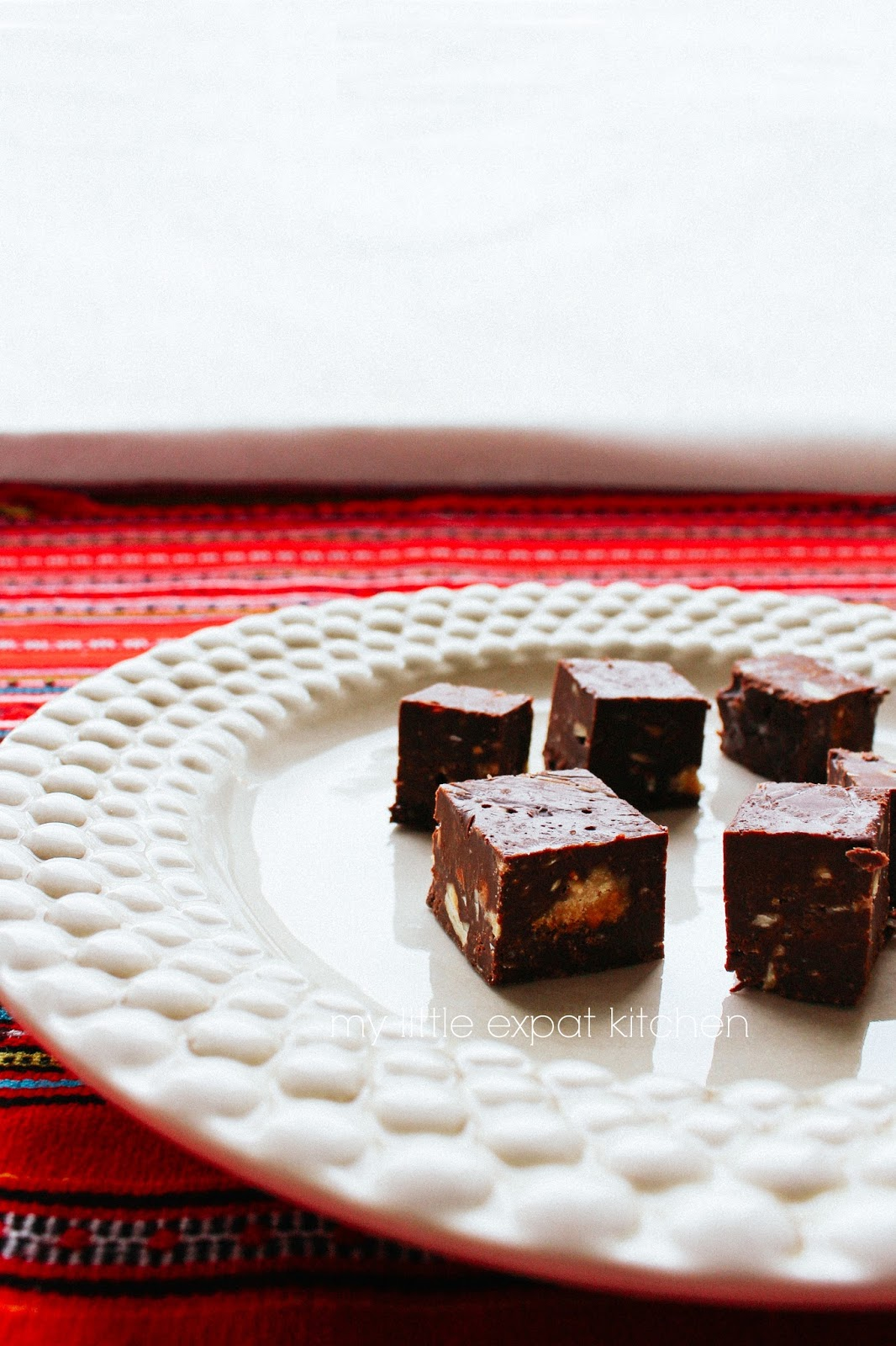 My Little Expat Kitchen: Easy chocolate fudge with hazelnuts and ...