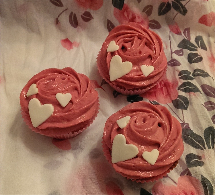 Vanilla Raspberry Cornflakes Cupcakes