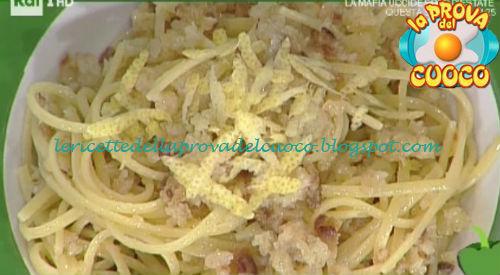Linguine con colatura di alici e panure di limone ricetta Salvatori da Prova del Cuoco