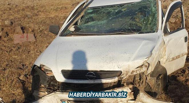 Diyarbakır-Viranşehir yolu Ovabağ yakınlarında kontrolden çıkan otomobil takla attı: 1 yaralı