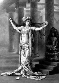 Una donna per l'Otto marzo: Mata Hari nella sua danza sino alla fucilazione