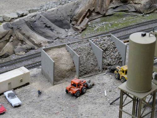 model railroad gravel sorting at Northlandz