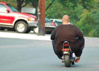 Memes de gordos y gordas causan gordura obesidad chistes hombre obeso en moto
