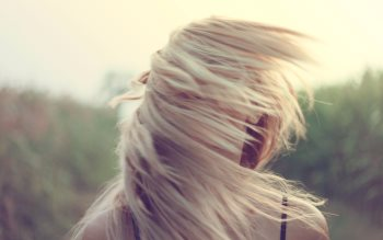 Wallpaper: Beautiful girl with blonde hair