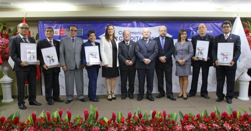Ministro de Educación y Presidenta del SINEACE entregaron «Sello de la Calidad» a 37 carreras de la educación superior - www.sineace.gob.pe
