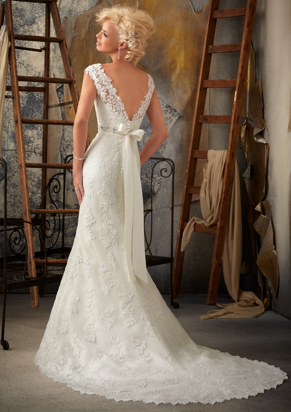 I M Loving Style 1924 It Incorporates Two Of The Hottest Bridal Trends Ombre And Blush Perfect For Fashion Forward Bride