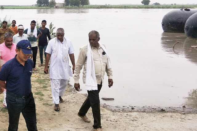 DC Maniram Sharma visits flood affected villages in Yamuna river at Palwal