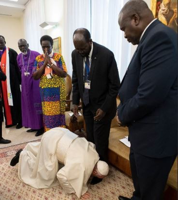 Pope Francis kisses the feet of Sudanese leaders urging them to maintain peace