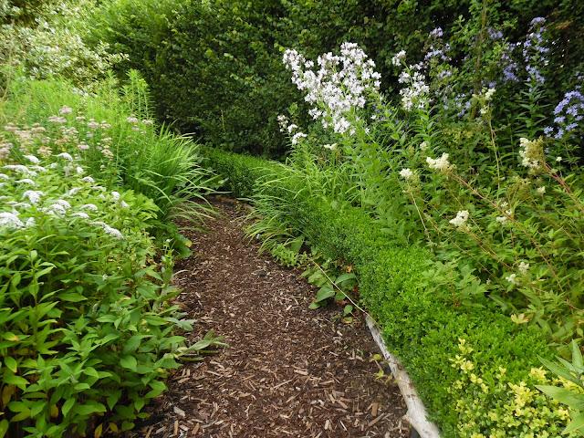 ścieżka z kory, ogród angielski