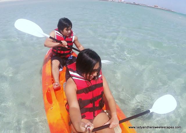 kayaking at Danat Jebel Dhanna