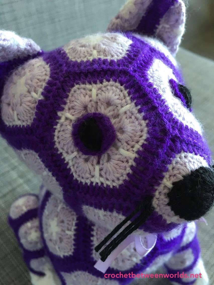Crochet between worlds: Ta-dah! My First African Flower Kitty!