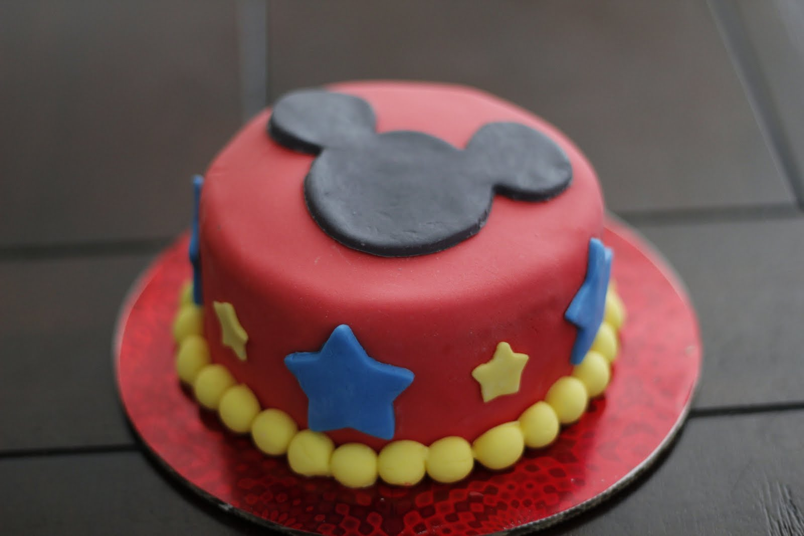 Mickey Mouse Smash Cake: Sweet Cakes & Honey Buns: It's The Mickey Mouse Clubhouse