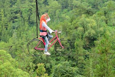 Sepeda Gantung Bukit Bulu Coban Rais Batu