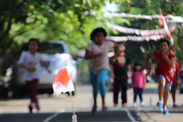 Lomba Memindahkan Bendera - Peringatan HUT RI ke-73 di Taman Bunga