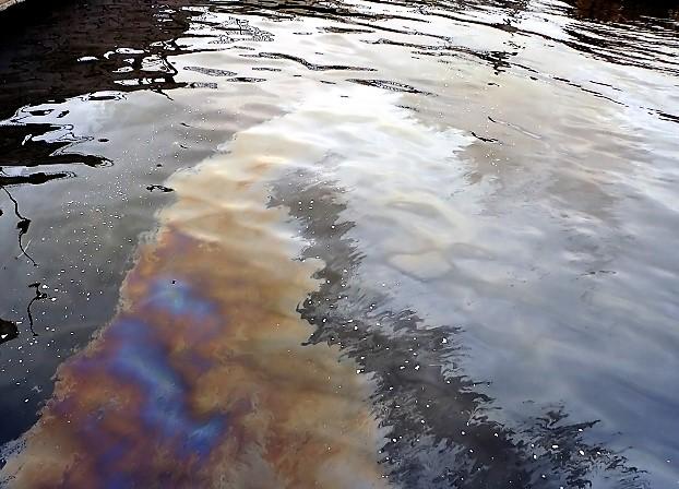 В Башкирии произошла утечка нефти в реку