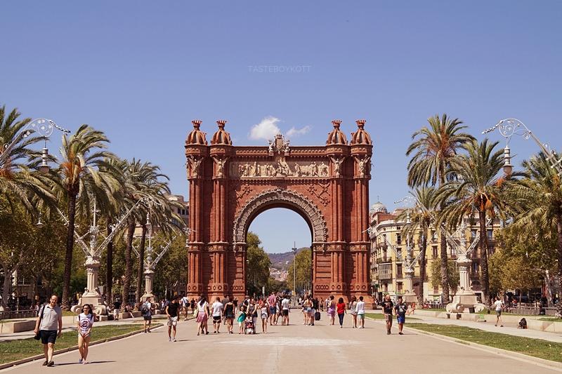 Triumphbogen in Barcelona. Barcelona Guide: Sehenswürdigkeiten, Attraktionen, Tipps. Tasteboykott.