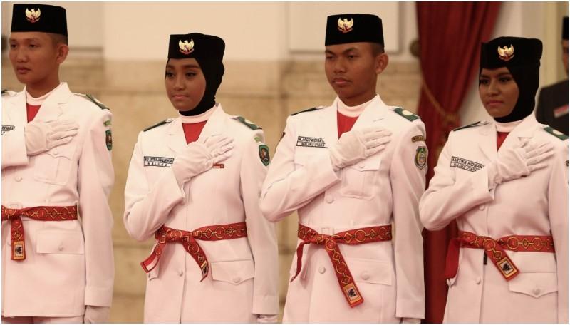 Anggota paskibraka 2016 mengikuti Upacara Pengukuhan di Istana Negara