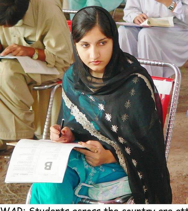 Indian And Paki Wallpapers: Pakistani College Girls Photos