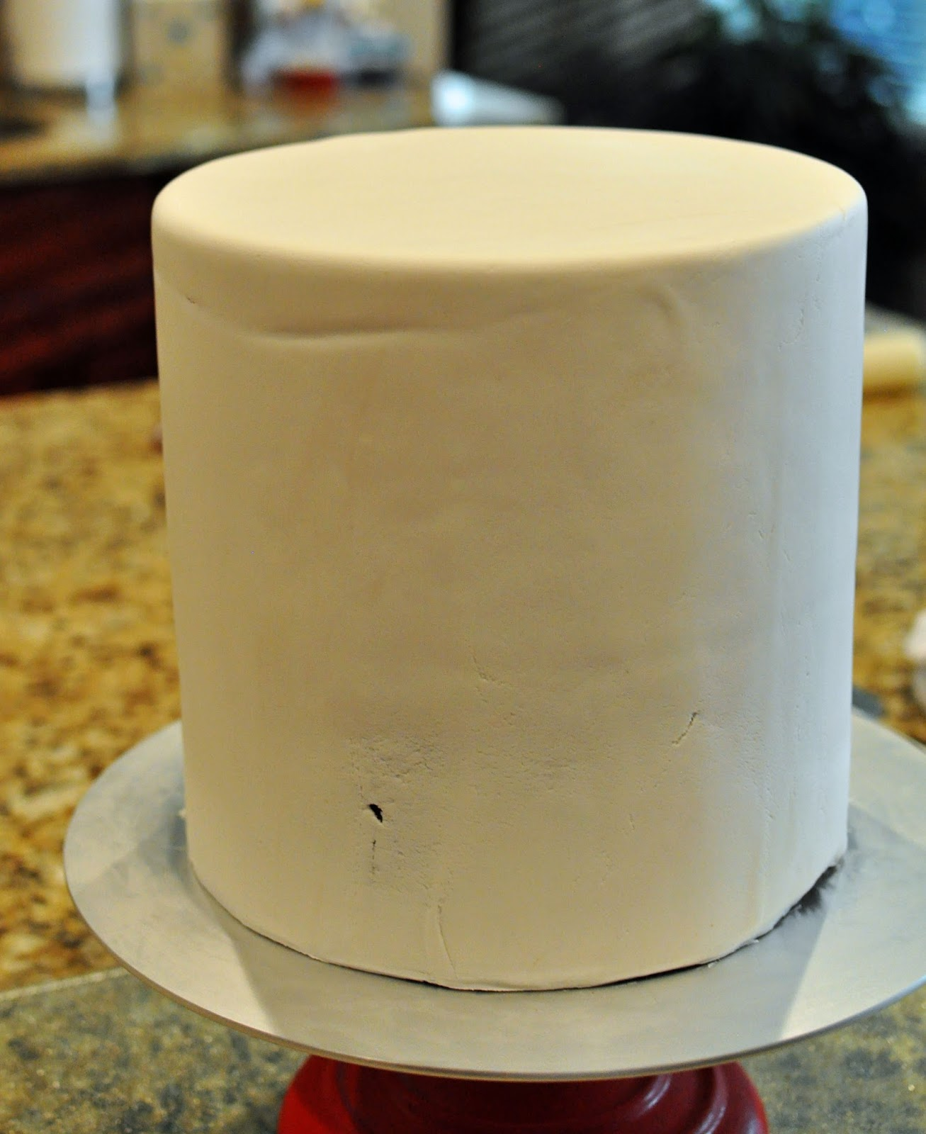 Why The Side Of Fondant Cake Shows