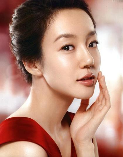 """Mỹ nhân của """"Người điên yêu"""" Im Soo Jung xếp thứ 4 đôi môi đẹp"""