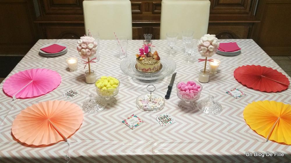 Un blog de fille d coration table d 39 anniversaire rose for Decoration lumignon 8 decembre