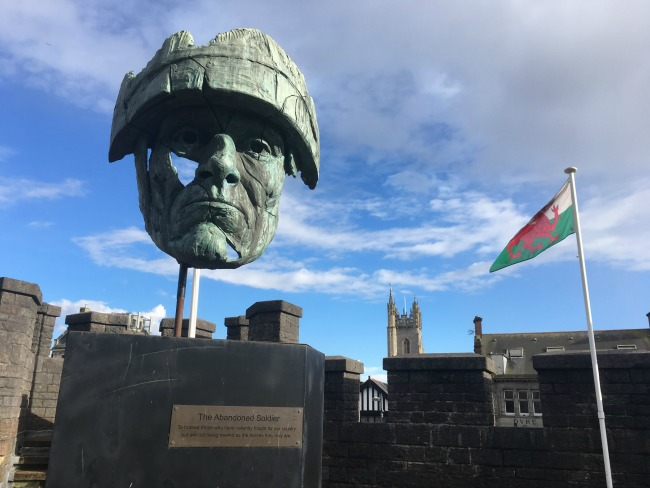 monument-on-cardiff-castle-battlements