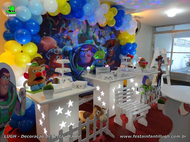 Mesa temática Toy Story para aniversário infantil
