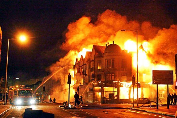 Luke Ruehlman, Şikago'da yanan bir binadan atladığını ve hayatını kaybettiğini iddia ediyordu.